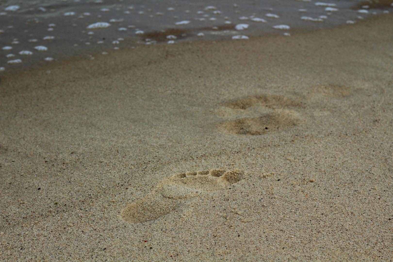 Deine Fußspurn im Sand, die ich gestern noch fand, sind heut nicht mehr da, das war mir doch klar :)