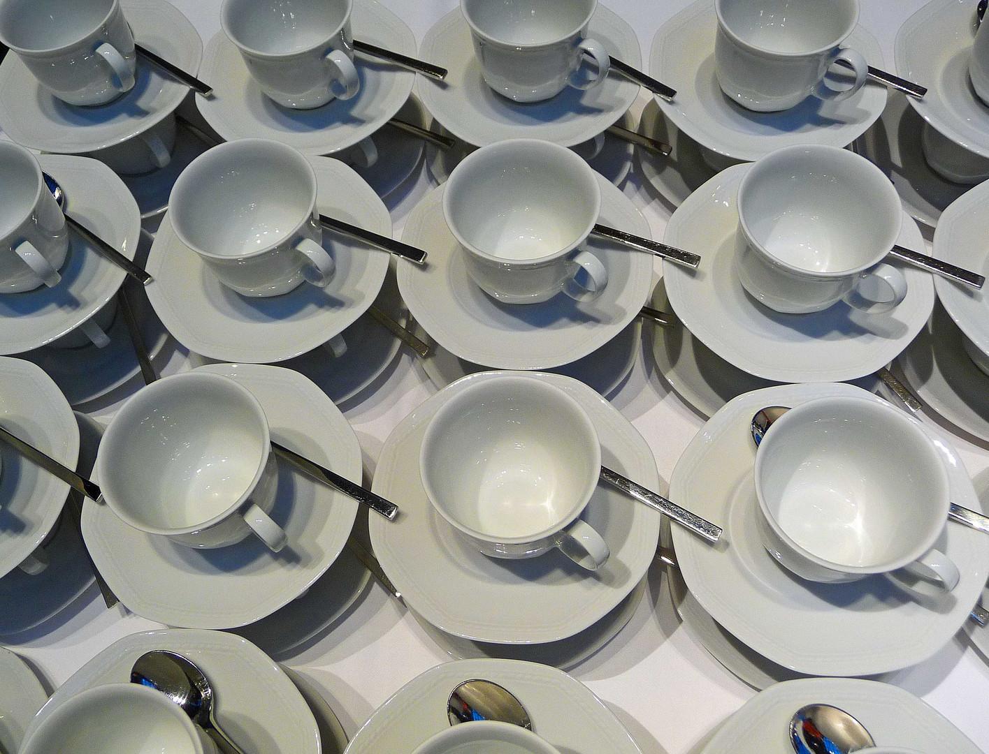 Dekadenz? Haben wir noch alle Tassen im Schrank ?