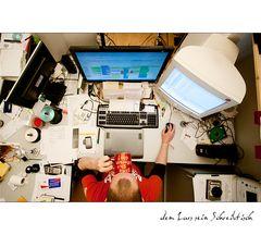 dem Lars sein Schreibtisch