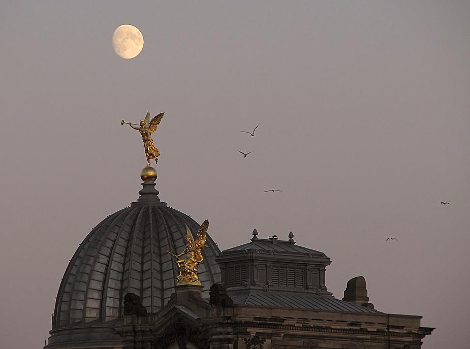 Dem Mond den Marsch blasen