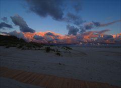 Dem Sonnenuntergang gegenüber