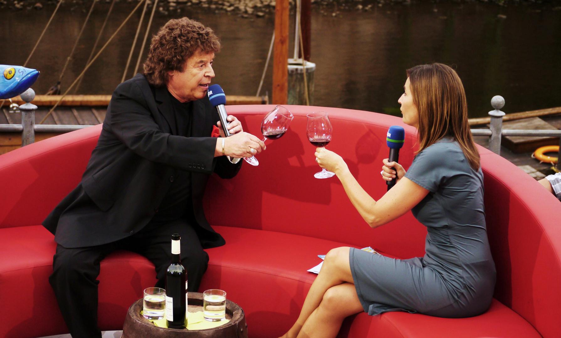 Dem Tony Marschall sein Wein wird verkostet