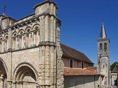 Demi-façade et clocher de l'Eglise Saint-Jacques