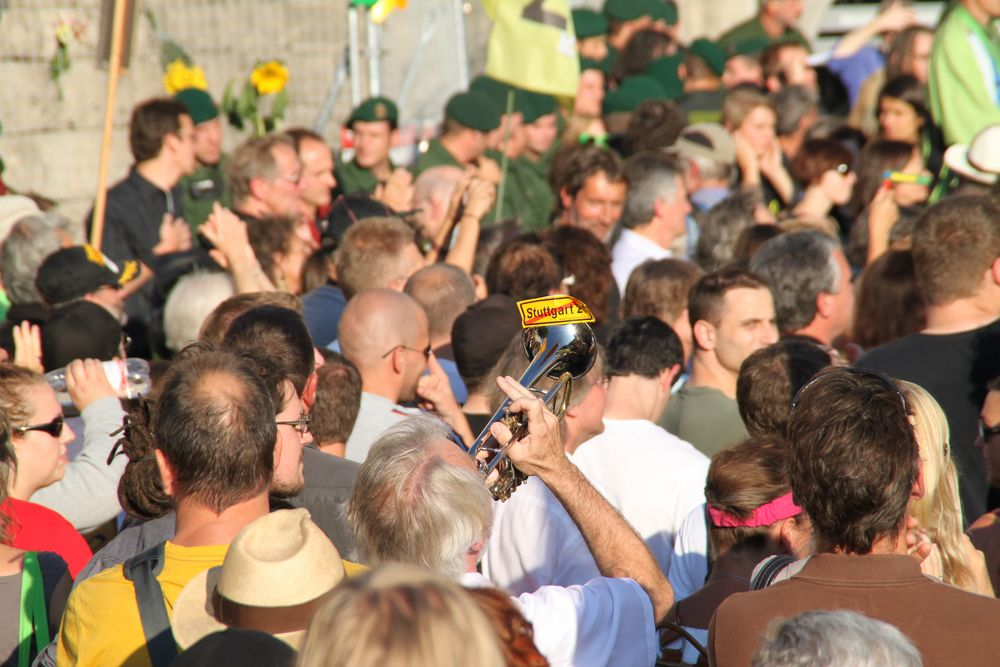 DEMO 31.07.10 Stuttgart - Trompeter am Bauzaun K21