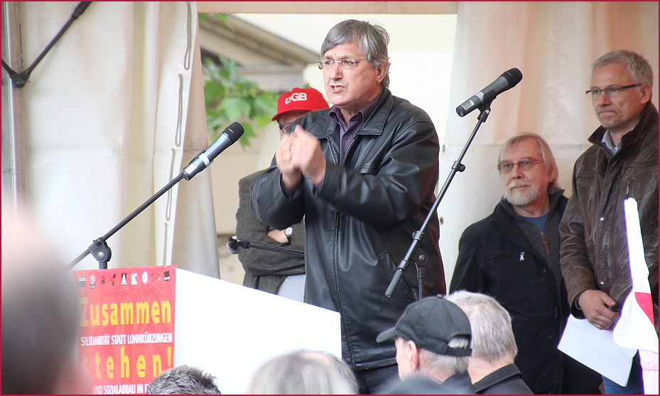 Demo  Redner  Riexinger Zusammenstehen Blockupy Mai2012