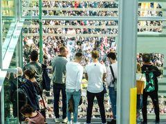 Demo vorm Glashaus Stgt lum-19col Aktuell +4Fotos