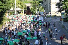 Demonstranten MontagsDEMO in Stuttgart K21 v19Juli2010