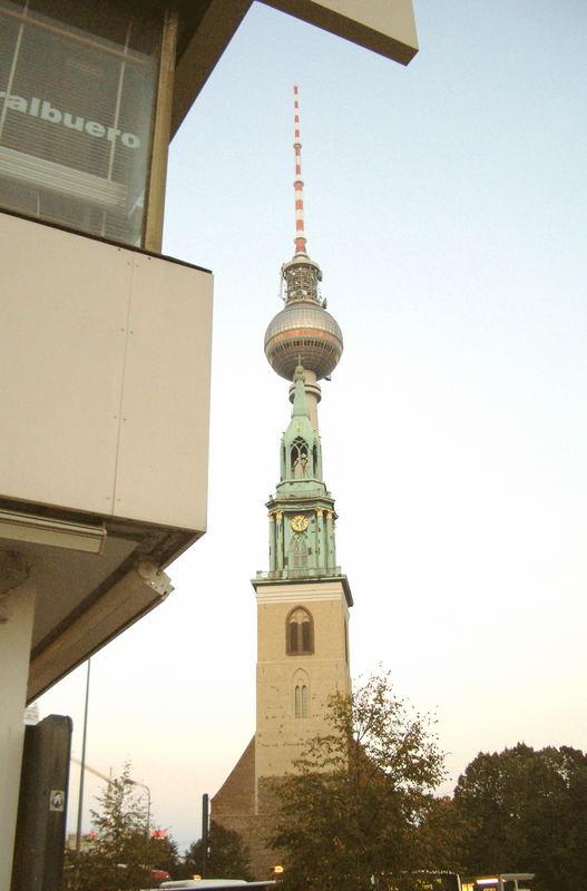 Den Fernsehturm Huckepack