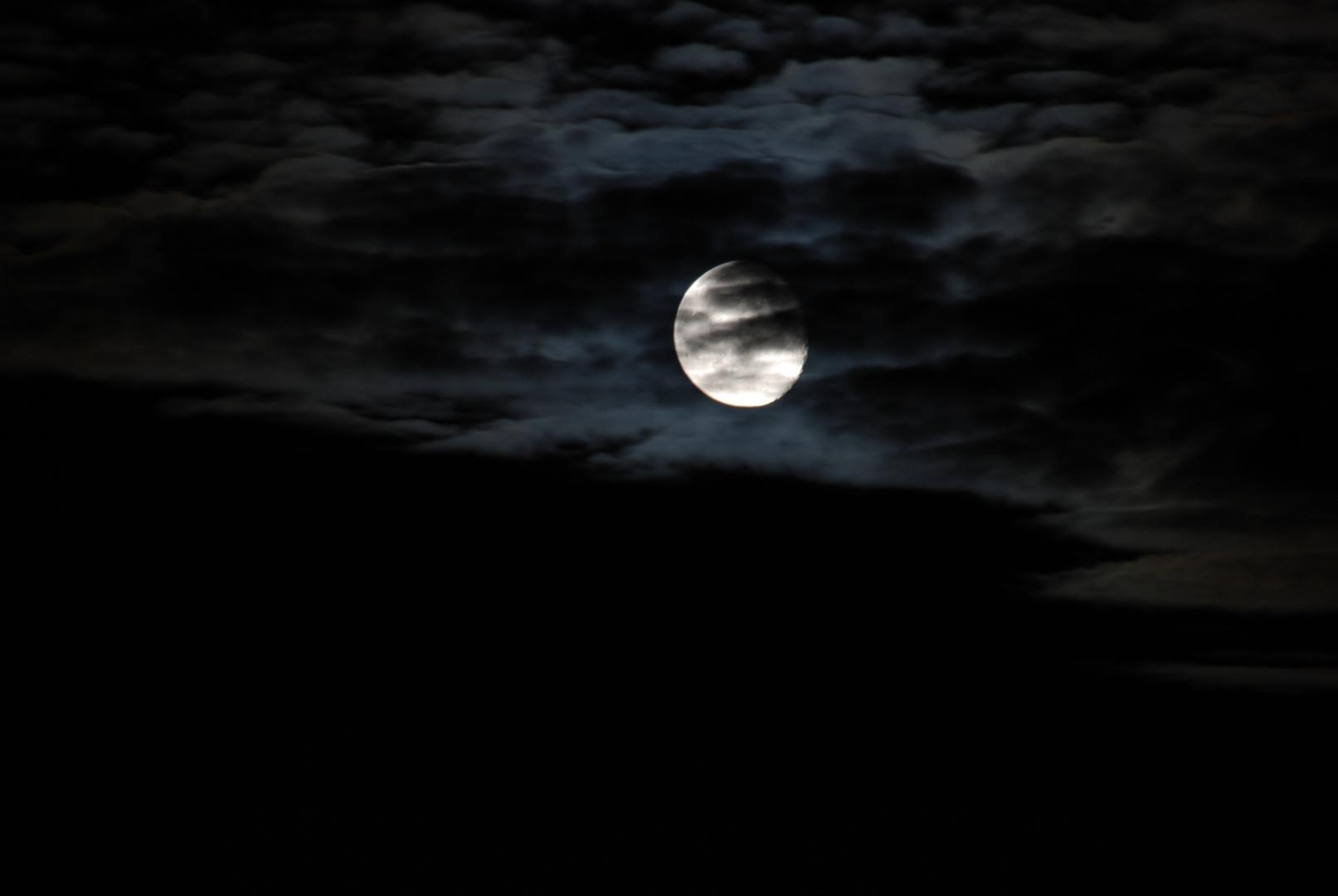 Den Mond in der Hand