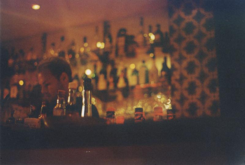 Denis, Bar