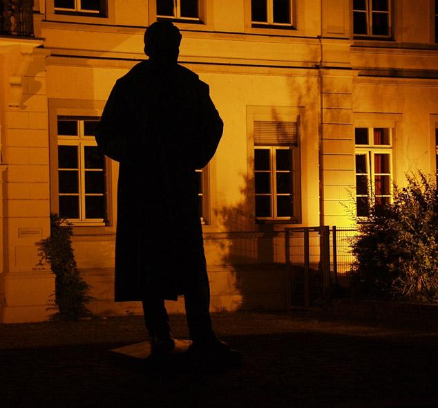 Denkmal bei Nacht