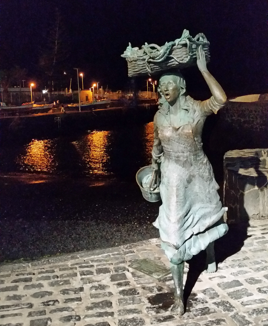 Denkmal für die Fischfrau am Hafen