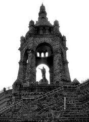 Denkmal in s/w