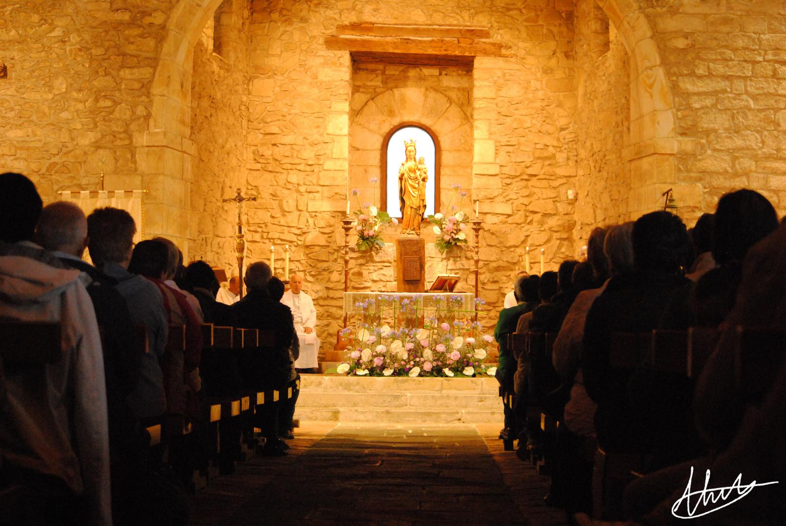 Dentro de la Ermita