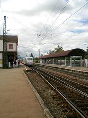 Denzlingen: Bahnhof: ein ICE auf dem Weg nach Karlsruhe