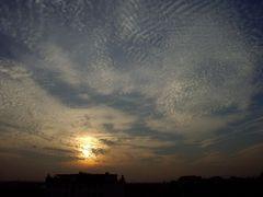 Denzlingen: Blick nach Westen zu den Schäfchenwolken beim Sonnenuntergang