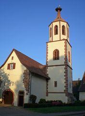 Denzlingen: Ehemalige Kirche St. Michael im Unterdorf mit dem Storchenturm