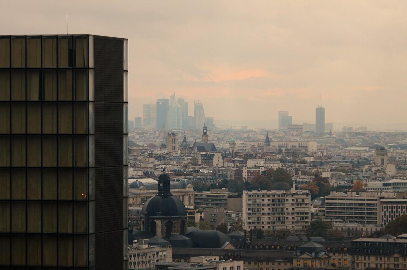 Depuis le dernier étage de la tour ouest de la TGB (9). Le Grd Palais, L'Arc de Triomphe, La Déf. .