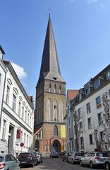 Der 117 m hohe Turm der Petrikirche in Rostocks Altstadt