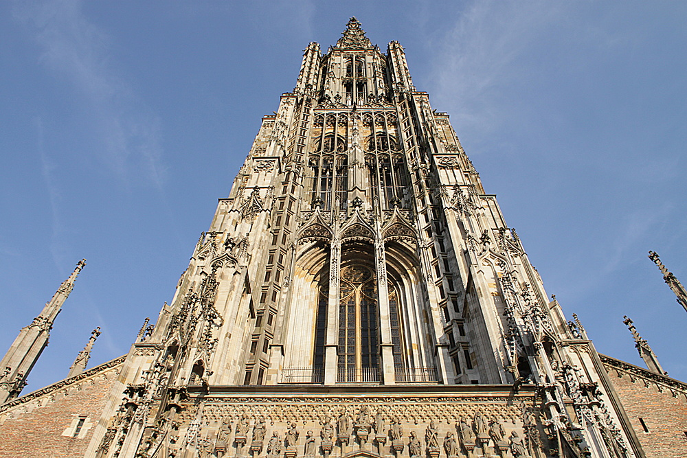 Der 161,53 m hohe Turm ist der höchste Kirchturm der Welt.