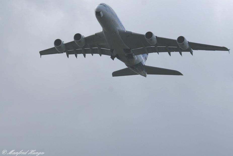 Der A380 über Hamburg-Langenhorn (1)