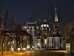 Der Aachener Dom bei Nacht