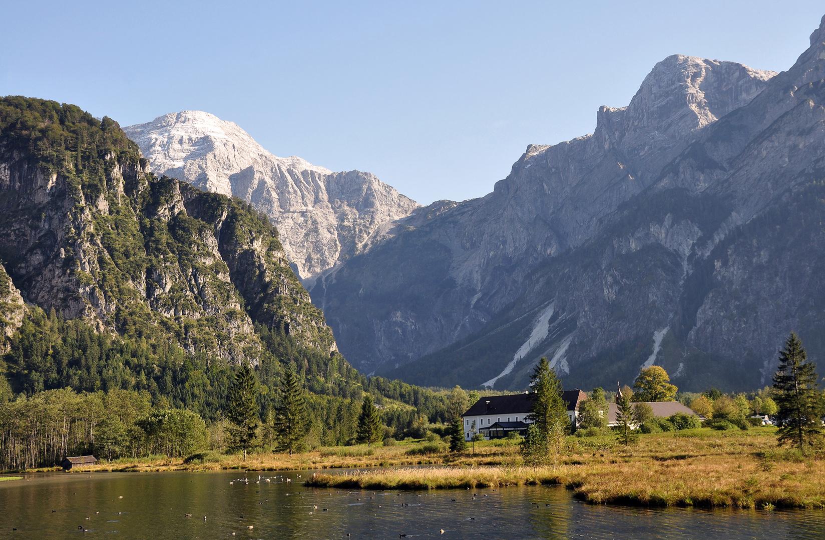 Der Almsee,( im Hintergrund Totes Gebirge mit Übergang zur Tauplitzalm)