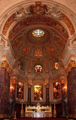 Der Altarraum des Berliner Doms