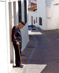 Der alte Mann im weißen Dorf