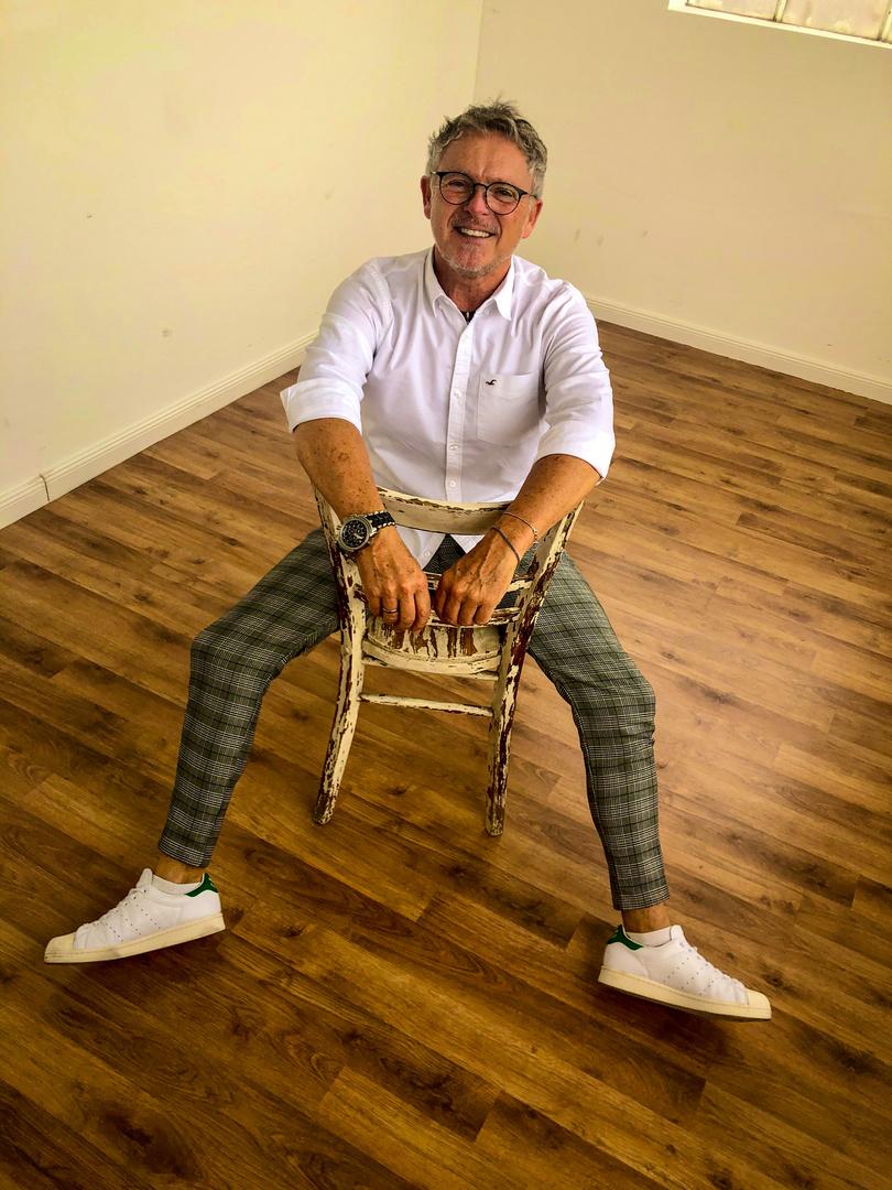 Der alte Stuhl und der Mann