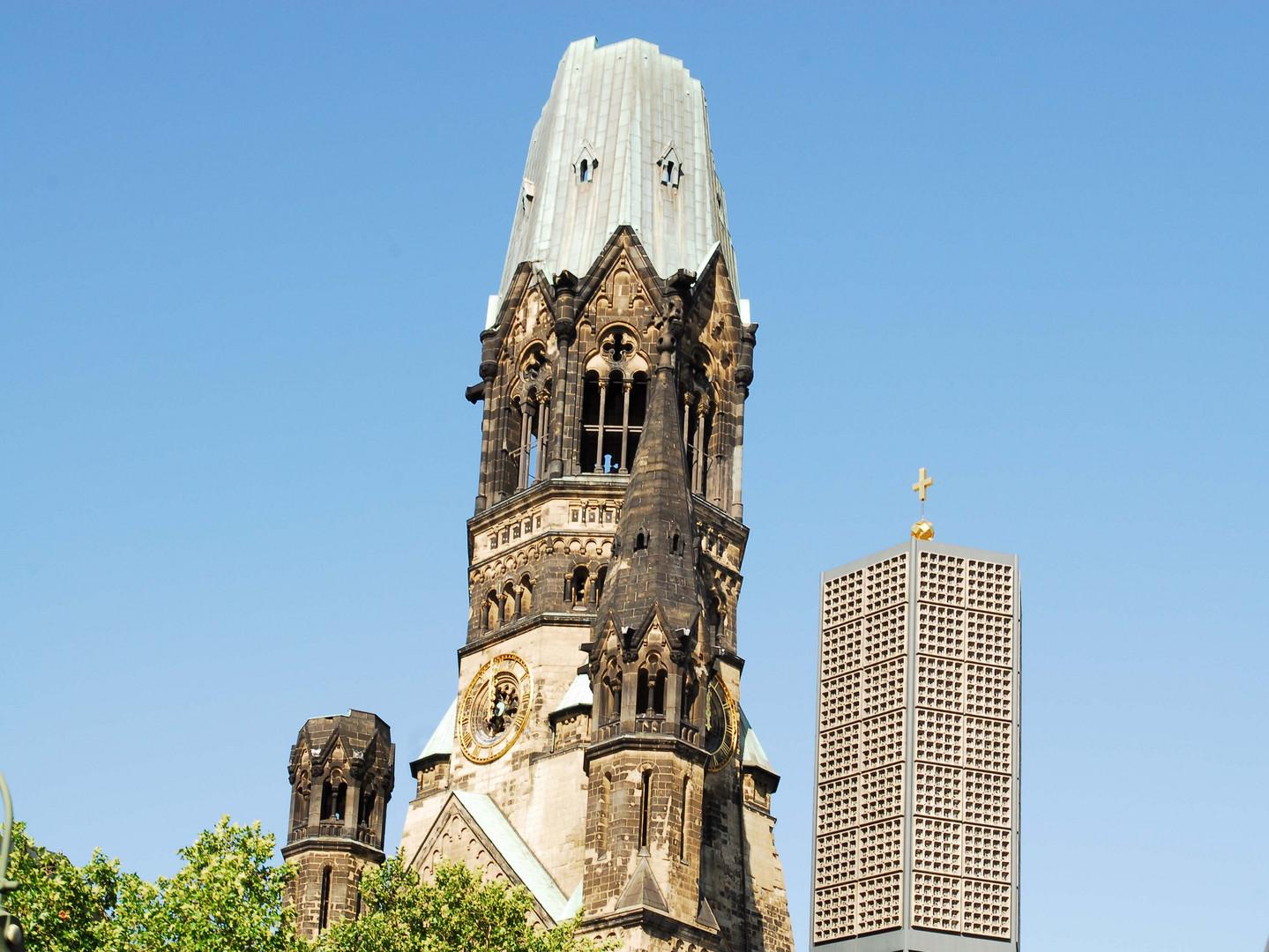 Der alte Turm der Kaiser-Wilhelm-Gedächtnis-Kirche in Berlin