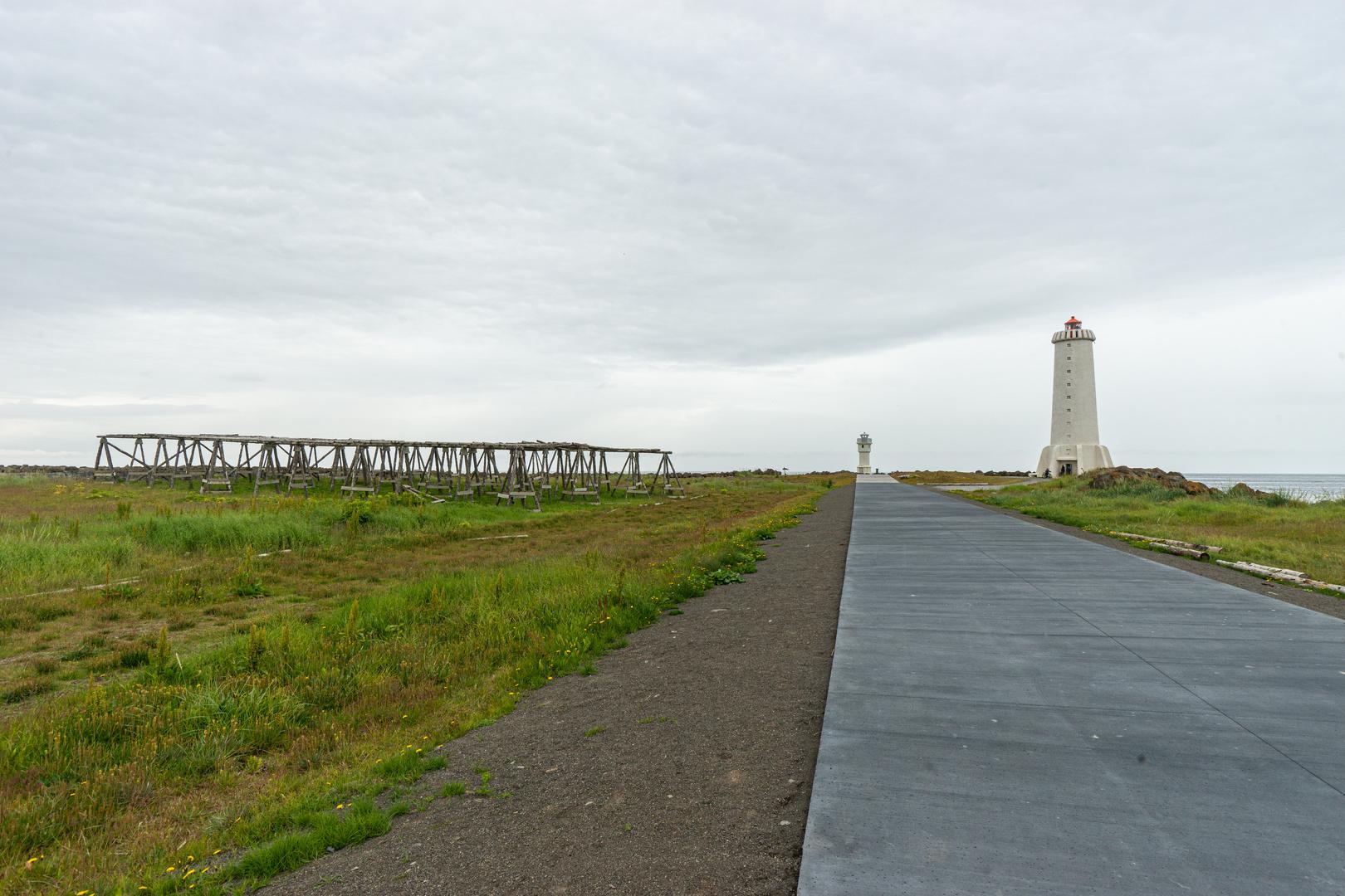 Der alte und der neue Leuchtturm von Akranes