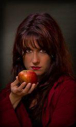 der Apfel für Schneewittchen...überreicht vom Rotkäppchen