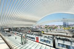 Der Bahnhof ... die Züge