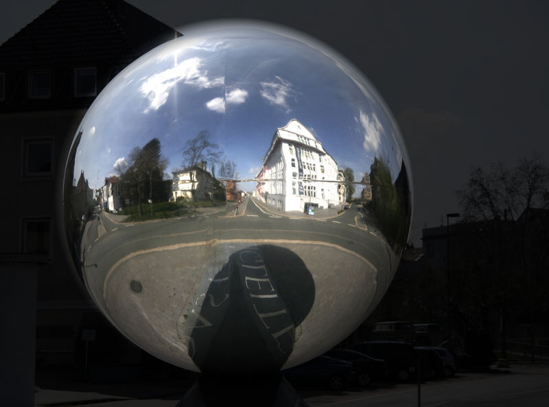 """""""Der Ball"""" - Edelstahlkugel nach BBE -> beim MARTa in Herford"""