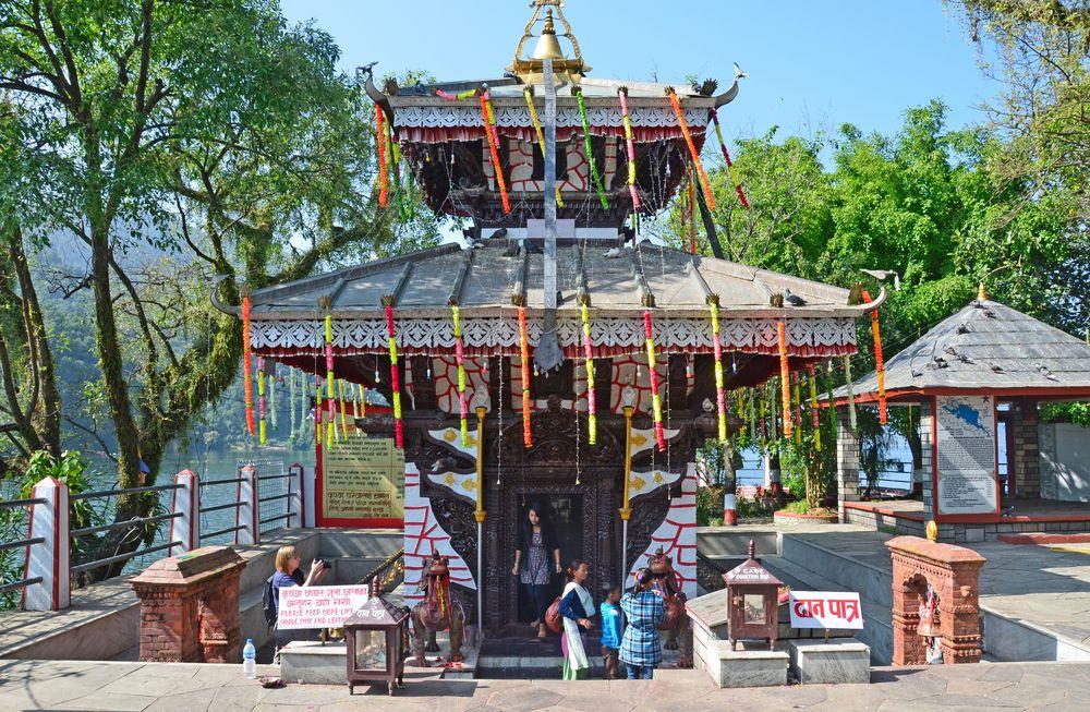 Der Barahi-Tempel steht auf einer Insel im Phewa-See