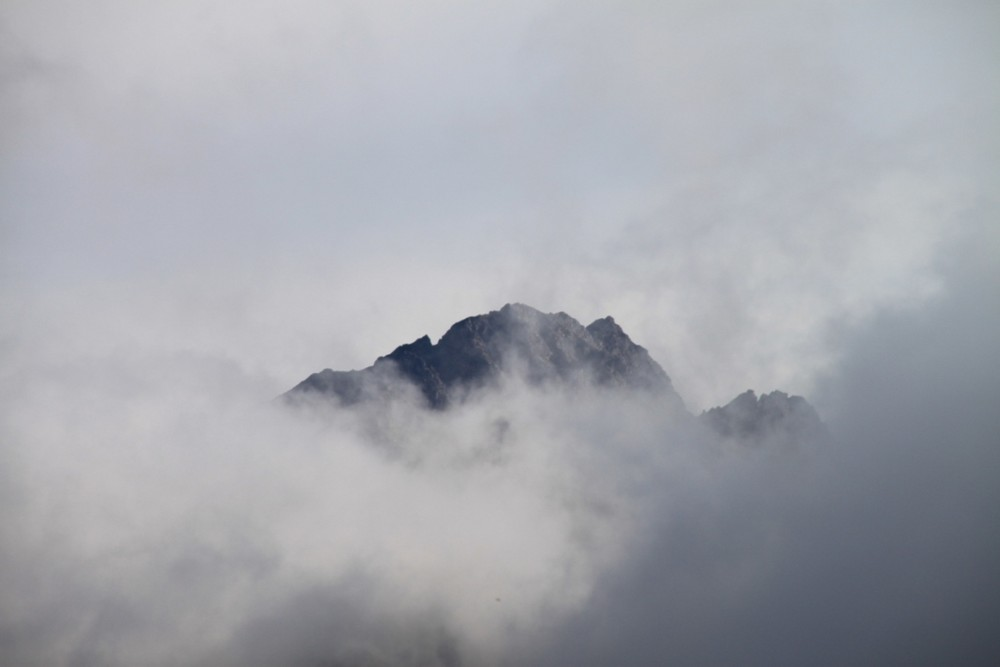 Der Berg im Nebel