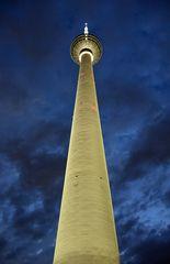 Der Berliner Fernsehturm am Abend