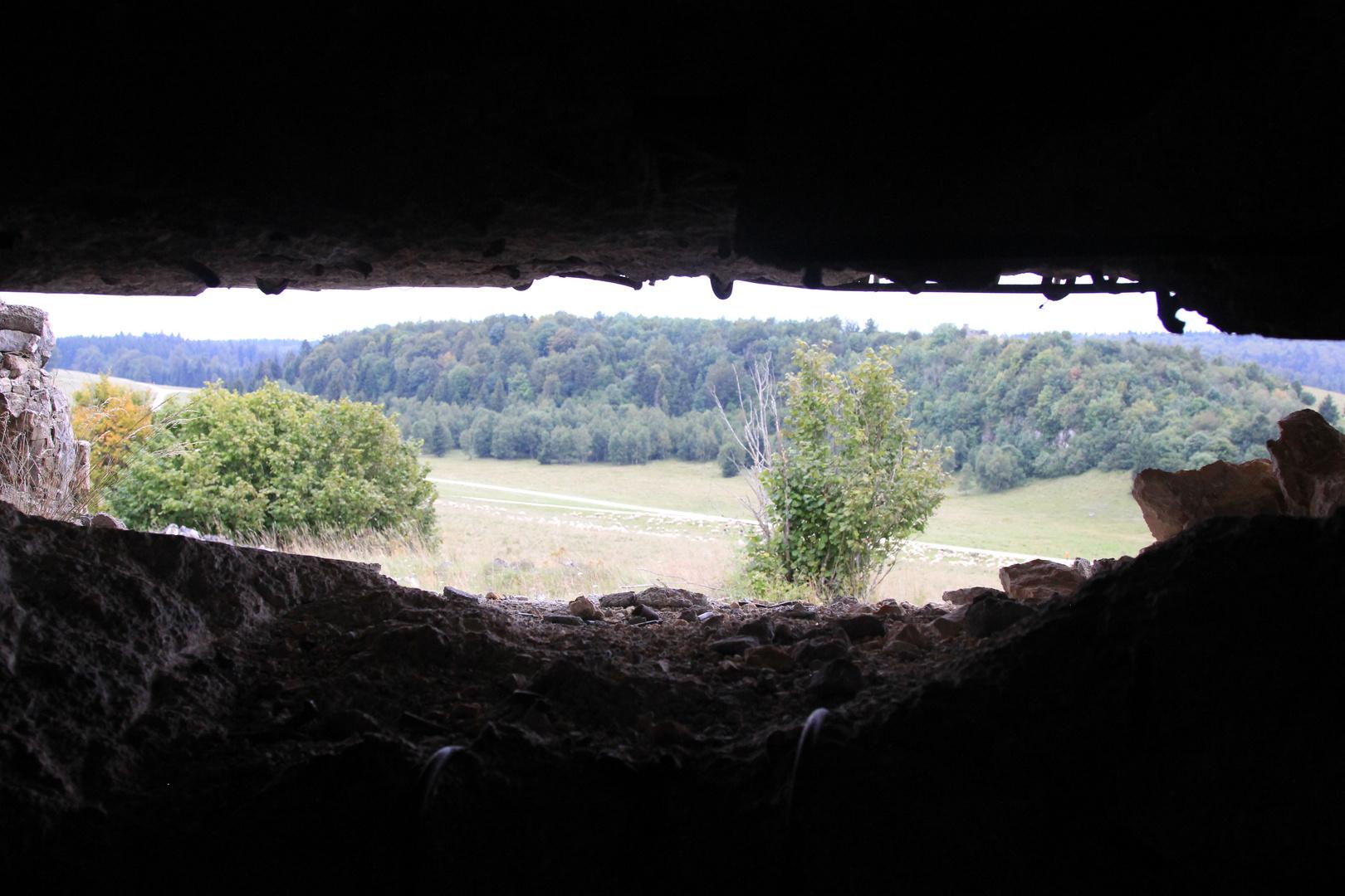 ..der Blick vom Bunker aus nach draußen...