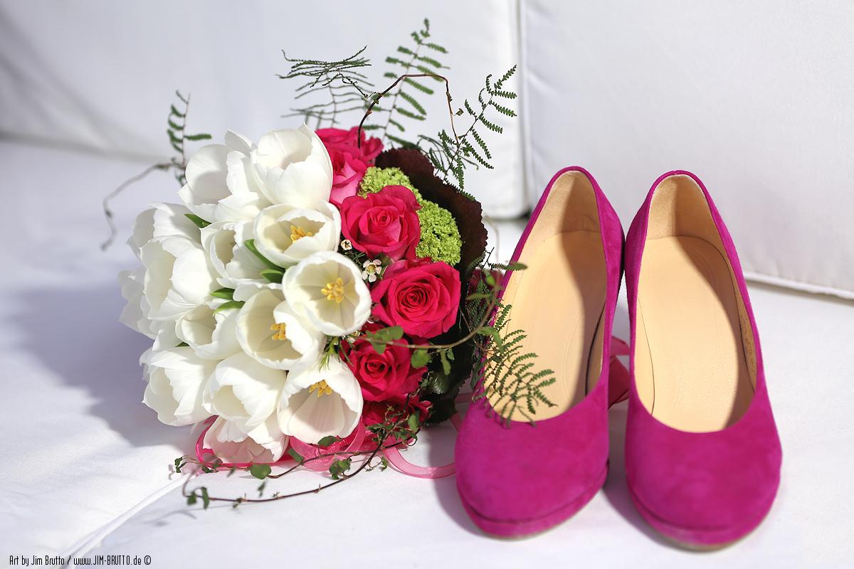 Der Brautstrauss Und Die Hochzeitsschuhe Foto Bild Hochzeit Rot
