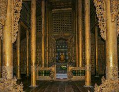 ...der Buddha im Shwenandaw Kloster...