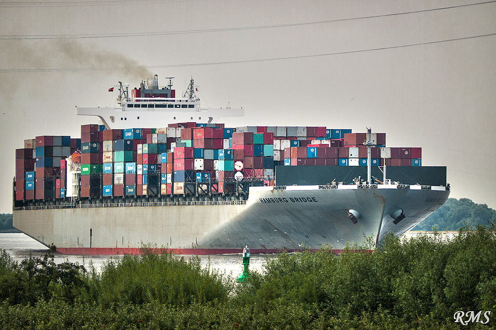 """Der Containerriese """"HAMBURG BRIDGE"""" auf der Fahrt nach Hamburg"""