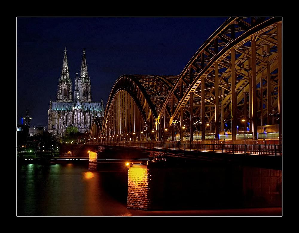 Der Dom bei Nacht / Cathédrale
