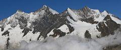 Der Dom, höchster Schweizer Berg, der mit seinem ganzen Bergmassiv in der Schweiz liegt...