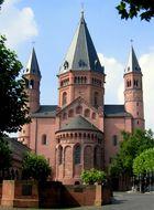 Der Dom zu Mainz, Blick auf die östliche Fassade (Ostchor)