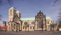 Der Dom zu Münster und im Hintergrund die Überwasserkirche