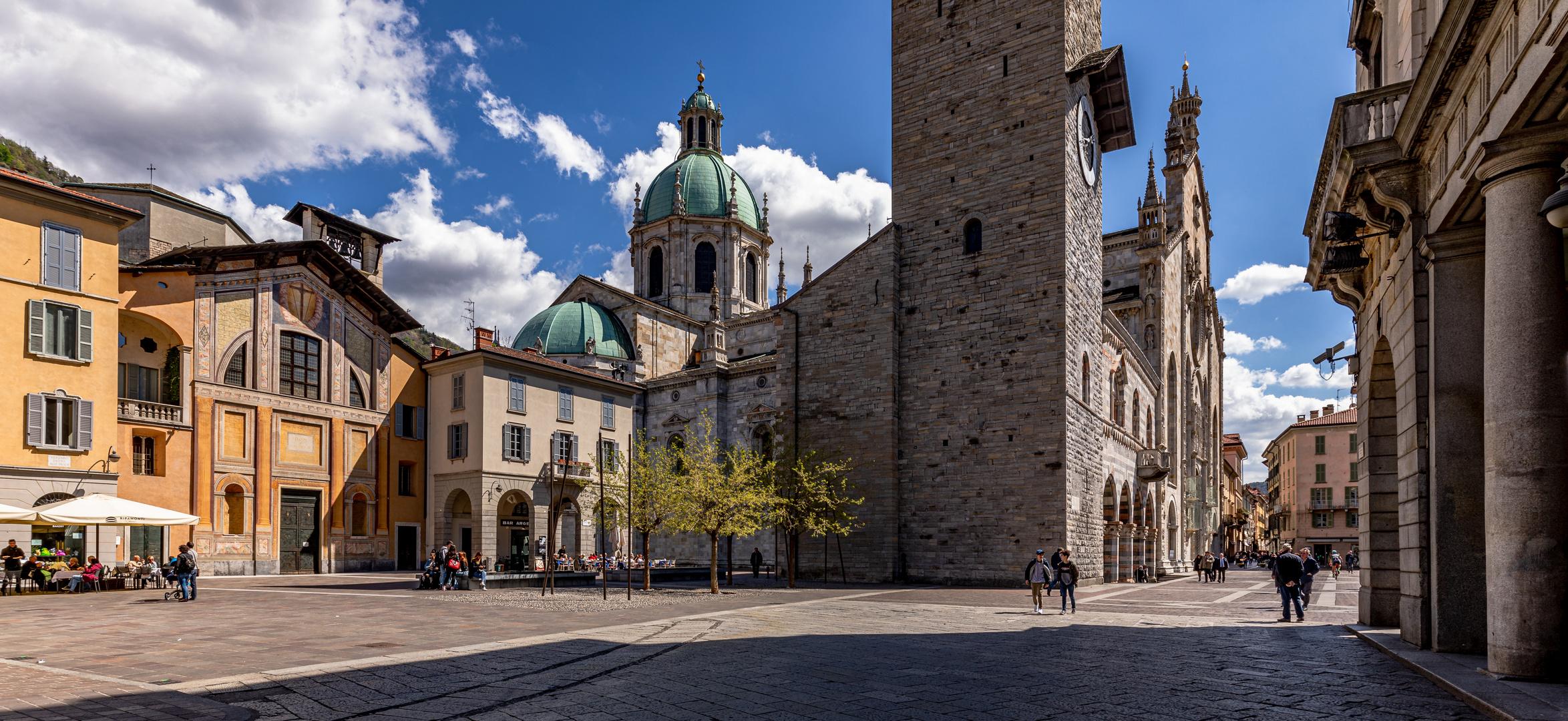 Der Domplatz in Como