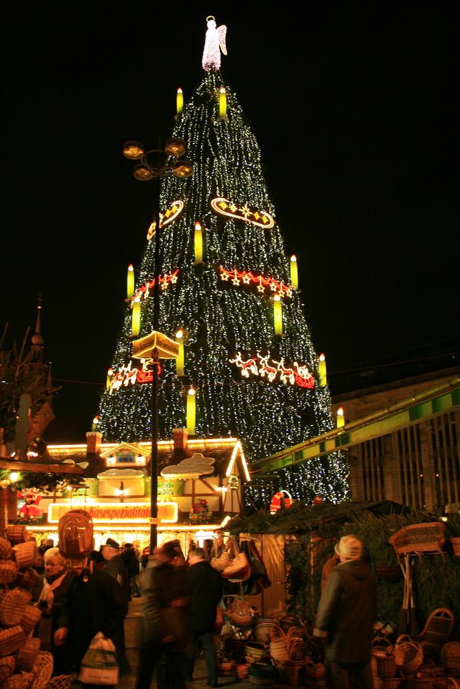 Dortmund Weihnachtsbaum.Der Dortmunder Weihnachtsbaum Foto Bild Gratulation Und