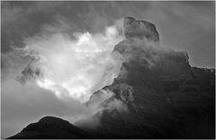Der Drakensberg-Pfeiler in Schwarz-Weiss