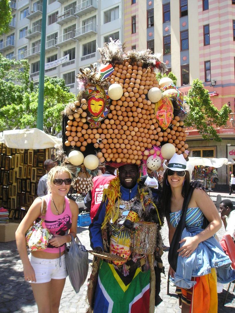 der Eiermann nominiert Guinness-Buch der Rekord in Mailand, Italien. Die große Eier Hut in der Welt.